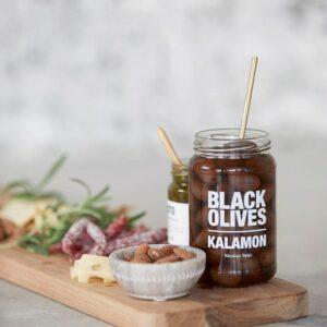 Nicolas Vahé Sorte oliven med kalamon miljøbilled 1